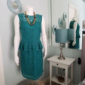 Sandra Darren Dress Lace Floral Pattern